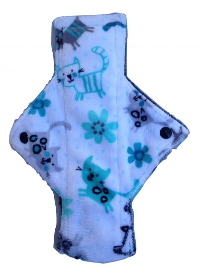 Treehugger Cats on Snow Plush Light Flow Day Pad